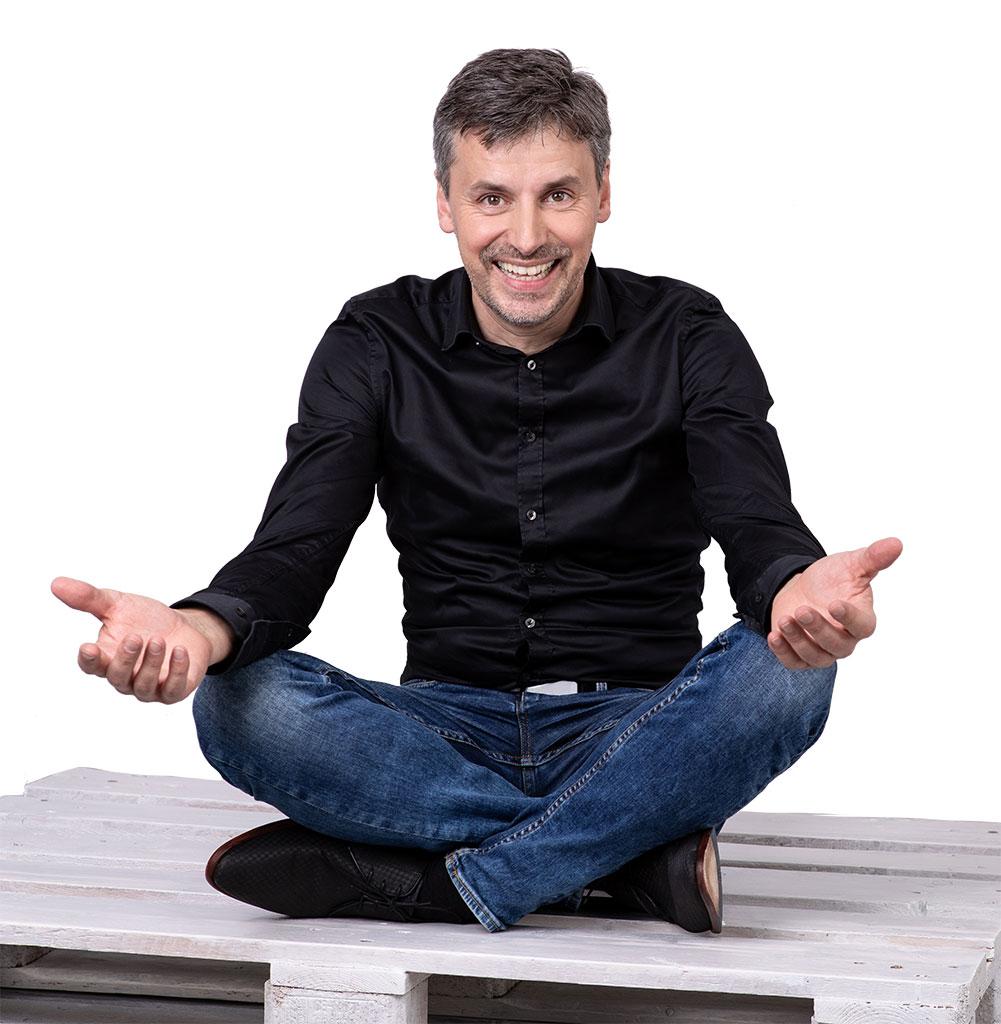 Stefan Dietz - Unternehmer, Redner, Arbeitswelt-Entdecker. Freut sich auf den Dialog mit Ihnen.